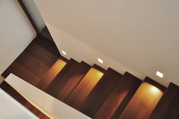 Lecke Architekten Modern corridor, hallway & stairs