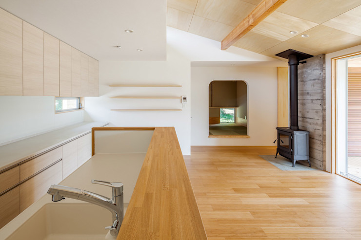 A House In The Fields 株式会社 中山秀樹建築デザイン事務所 Modern kitchen