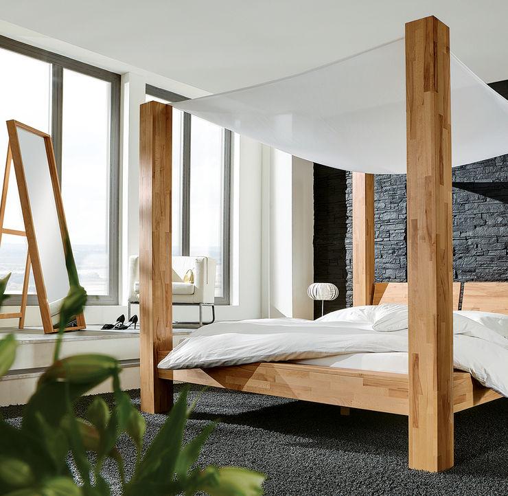 """Doppelbett """"Saledo"""" homify SchlafzimmerBetten und Kopfteile"""
