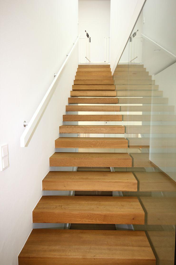 KARL+ZILLER Architektur Modern Corridor, Hallway and Staircase