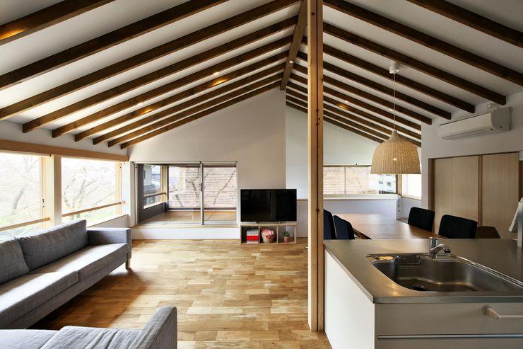 桜並木の家 五藤久佳デザインオフィス有限会社 オリジナルデザインの リビング