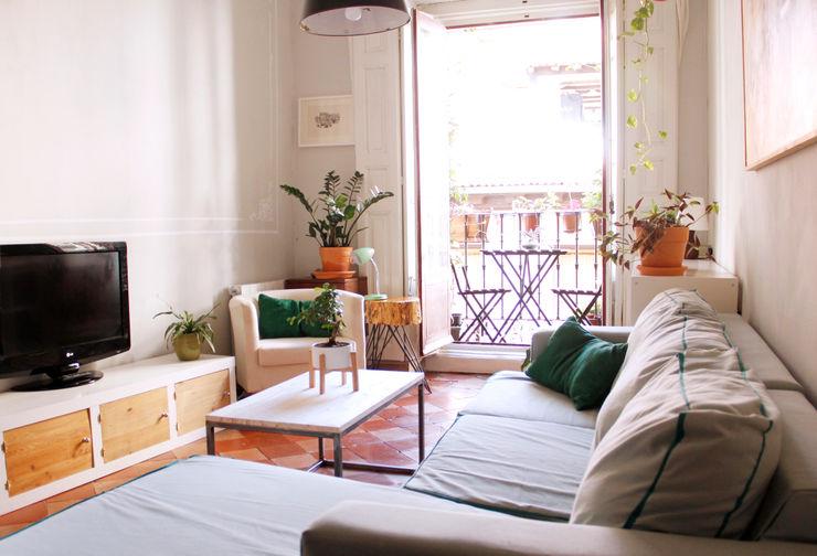 Apartamento en Malasaña CARLA GARCÍA Salones de estilo escandinavo