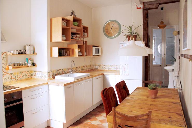 Apartamento en Malasaña CARLA GARCÍA Cocinas de estilo mediterráneo