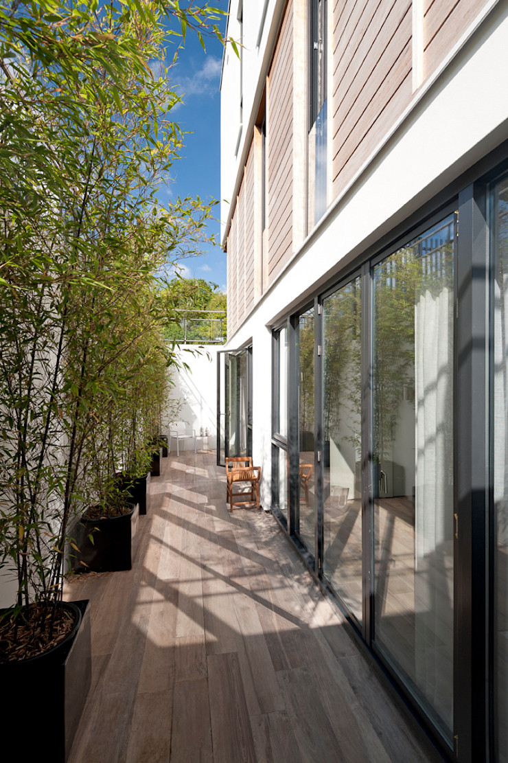 paul seuntjens architectuur en interieur Balcone, Veranda & Terrazza in stile moderno