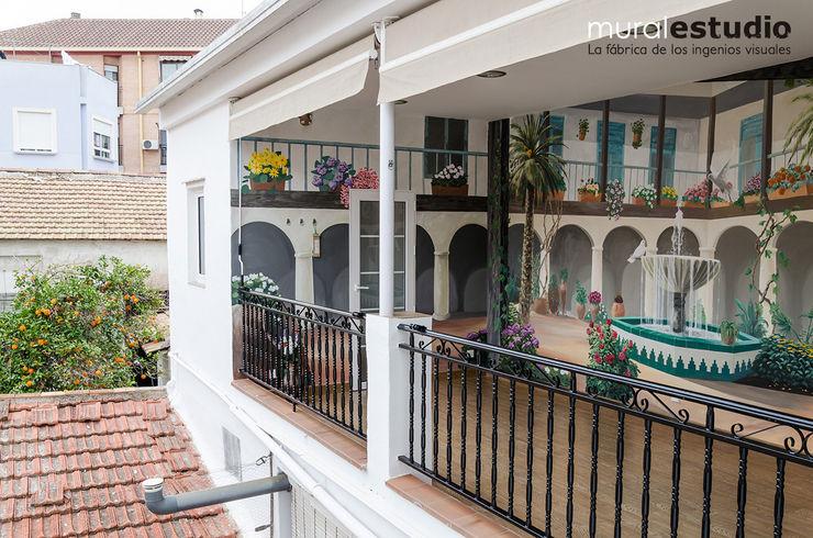 Trampantojo Patio Andaluz muralestudio Balcones y terrazas de estilo rural