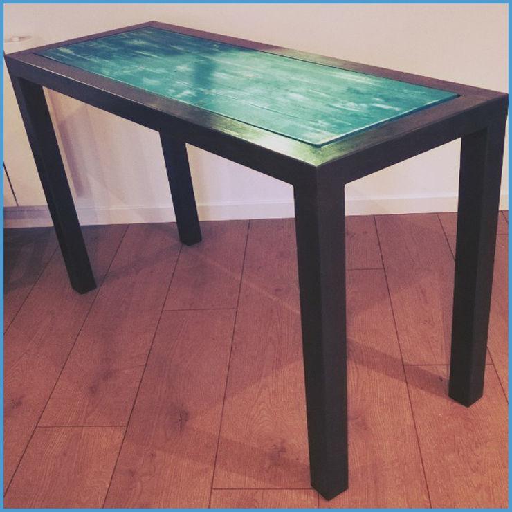 Console métallique minimaliste à plateau patiné, création Hewel mobilier Hewel mobilier Salle à mangerTables