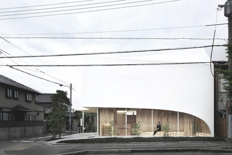 正面を見る 平沼孝啓建築研究所 (Kohki Hiranuma Architect & Associates) オリジナルな医療機関