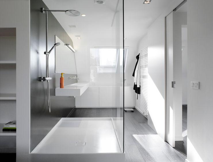Totaalinrichting stadappartement ligne V Minimalistische badkamers