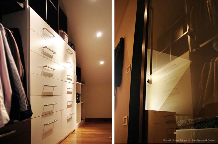 La cabina armadio annessa alla camera matrimoniale. Studio Architettura Pappadia Spogliatoio moderno