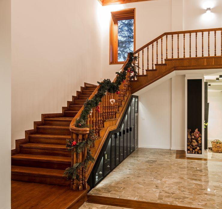 Laura Yerpes Estudio de Interiorismo Classic style corridor, hallway and stairs