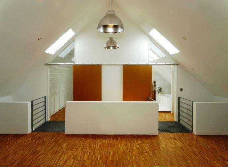Architekten Lenzstrasse Dreizehn Pasillos, vestíbulos y escaleras industriales