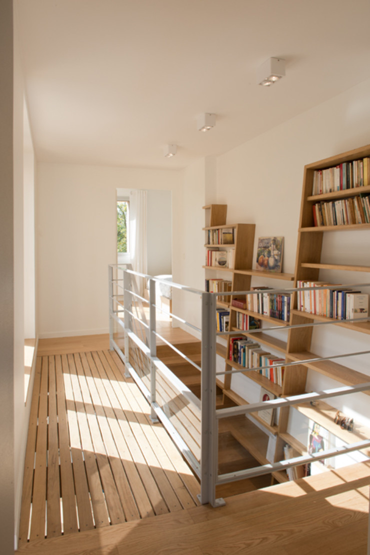 MELANIE LALLEMAND ARCHITECTURES Modern corridor, hallway & stairs