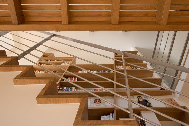 MELANIE LALLEMAND ARCHITECTURES Pasillos, vestíbulos y escaleras de estilo moderno