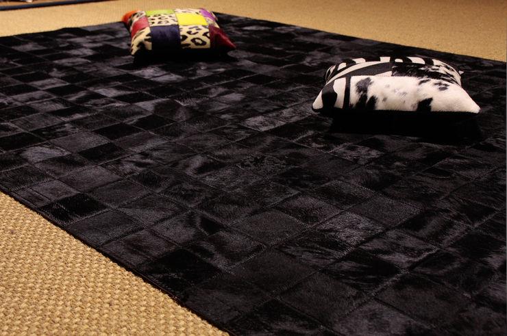 Alfombra de piel de vaca. Modelo Patchwork Negro. Mundoalfombra Paisajismo de interiores