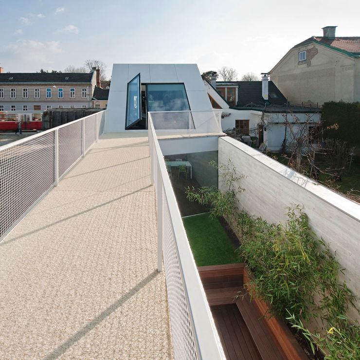 cj_5 - housing in urban density Caramel architekten Ausgefallener Balkon, Veranda & Terrasse