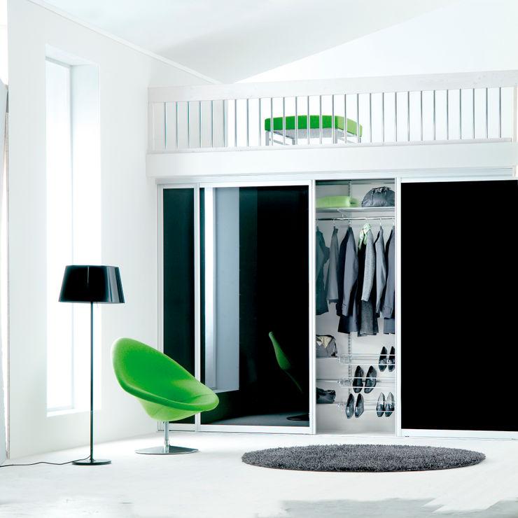 Elfa Deutschland GmbH Pasillos, vestíbulos y escaleras de estilo moderno