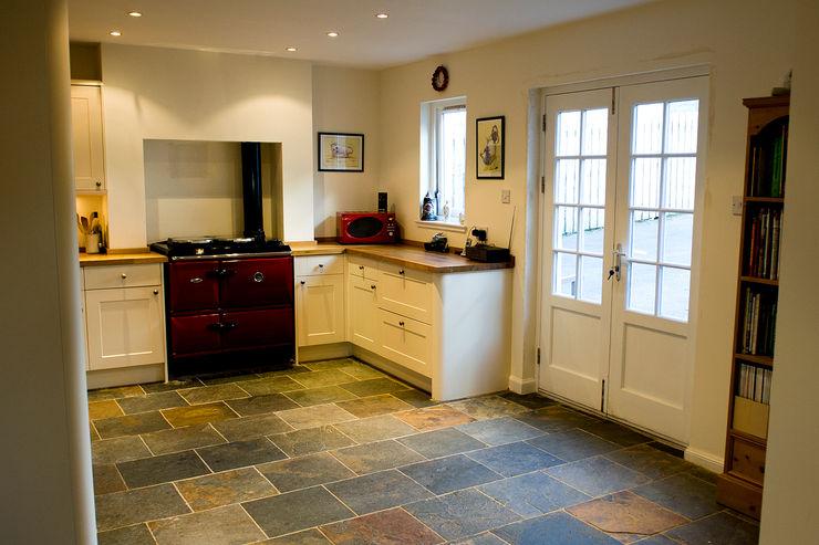 Craigentath, Blairs, Aberdeenshire Roundhouse Architecture Ltd KitchenCabinets & shelves