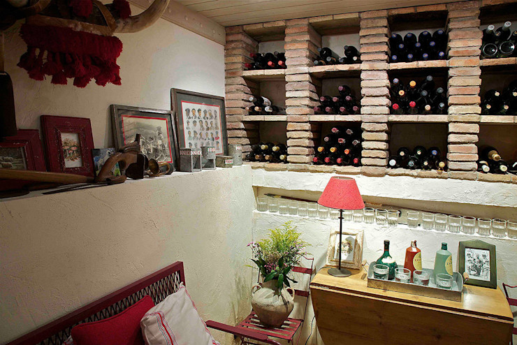 Urbana Interiorismo Rustic style wine cellar