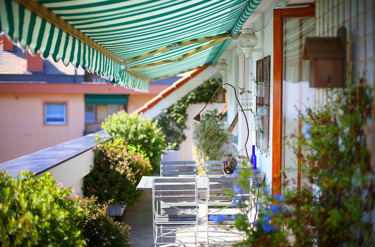 ANGOLI PROVENZALI | Genova marta carraro Balcone, Veranda & Terrazza in stile mediterraneo