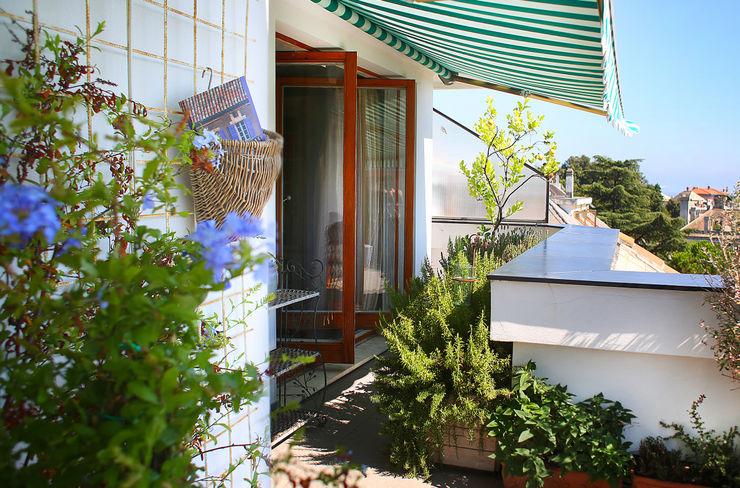 marta carraro Balcones y terrazas de estilo mediterráneo