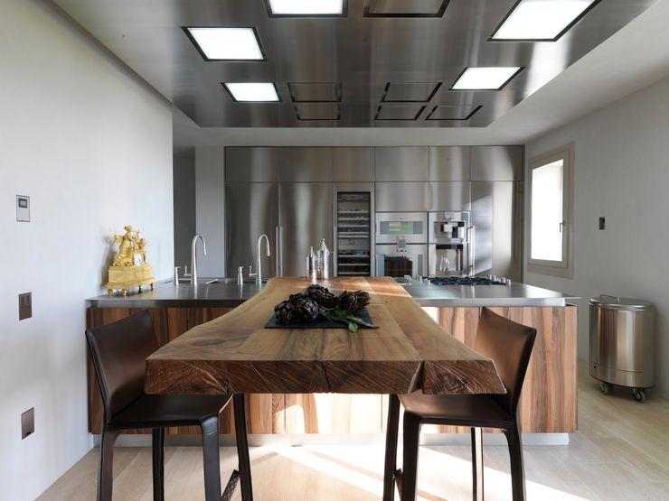 Vegni Design Modern style kitchen