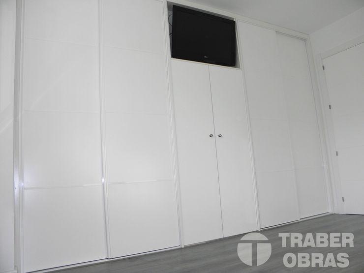 Traber Obras ミニマルスタイルの 寝室