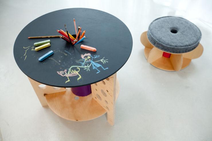 """Stolik """"dziury w serze"""" NaNowo Industrial Design Pokój dziecięcyBiurka i krzesła"""