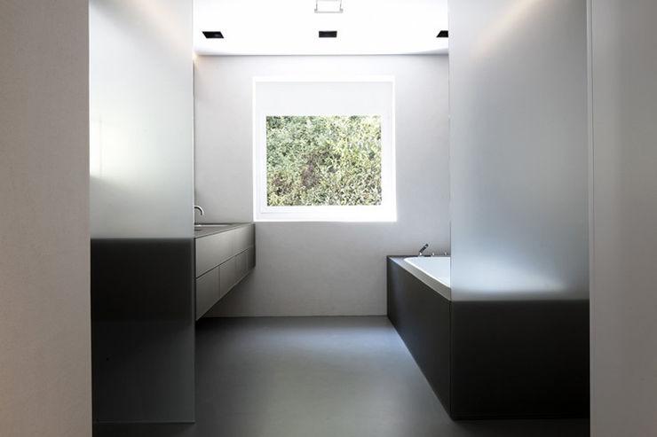 MM_07 LINIE ZWEII - innenarchitektur und grafikdesign Minimalistische Badezimmer