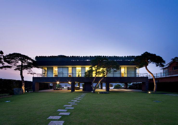 Floating House hyunjoonyoo architects 모던스타일 주택