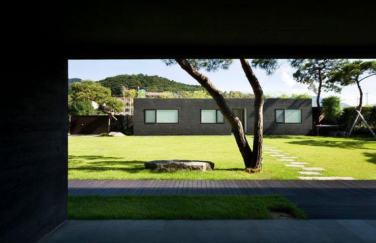 Floating House hyunjoonyoo architects 모던스타일 정원