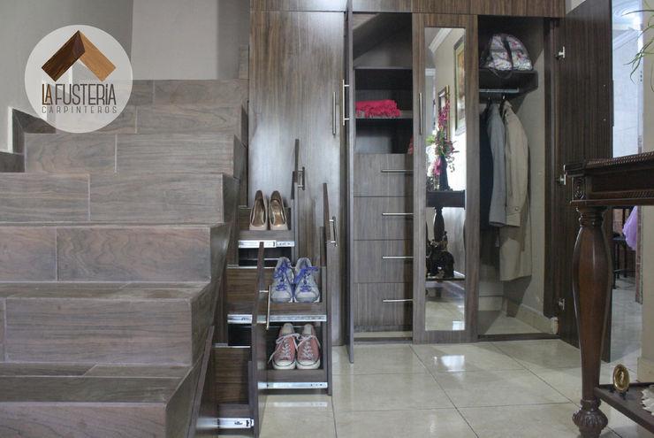 La Fustería - Carpinteros Pasillos, vestíbulos y escaleras modernos
