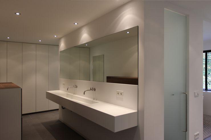 Leonardus interieurarchitect Banheiros modernos