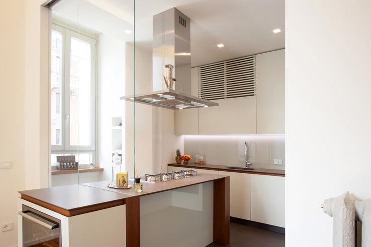Appartamento a Milano bdastudio Cucina minimalista