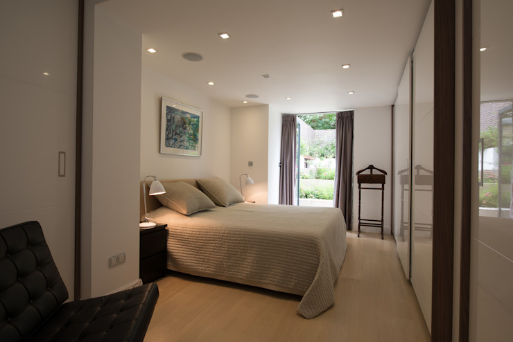 Bedroom DDWH Architects Modern style bedroom