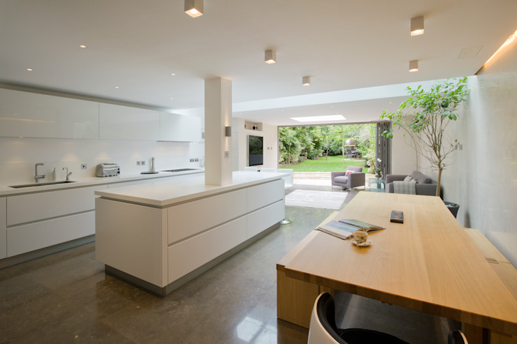 Open plan, kitchen family room DDWH Architects Minimalist living room