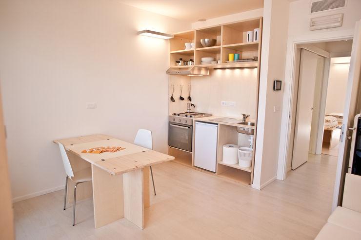 CasaZera: prototipo abitativo sostenibile in aree industriali dismesse, Torino TRA - architettura condivisa Cucina in stile industriale