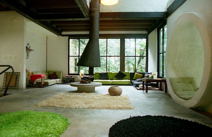 ARQdonini Arquitetos Associados Salas de estar tropicais