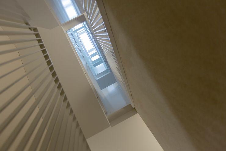 Alberati Architekten AG Modern Corridor, Hallway and Staircase