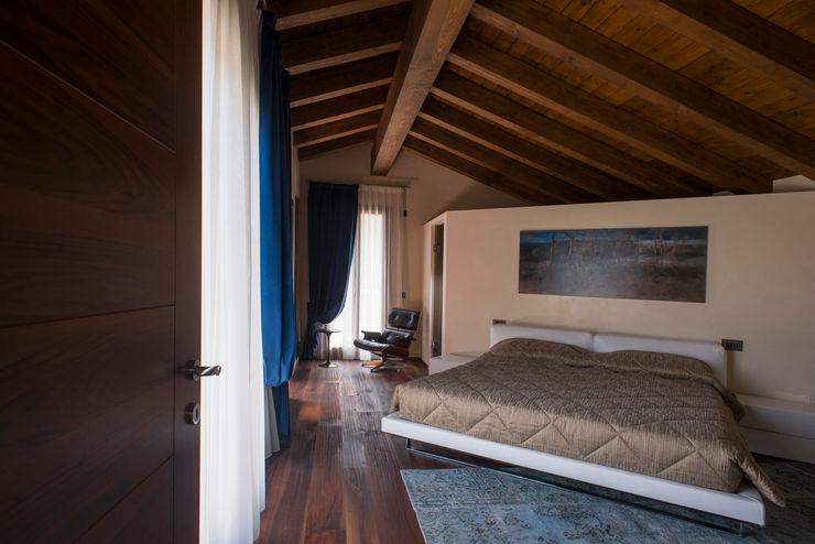 Andrea Tommasi Mediterranean style bedroom
