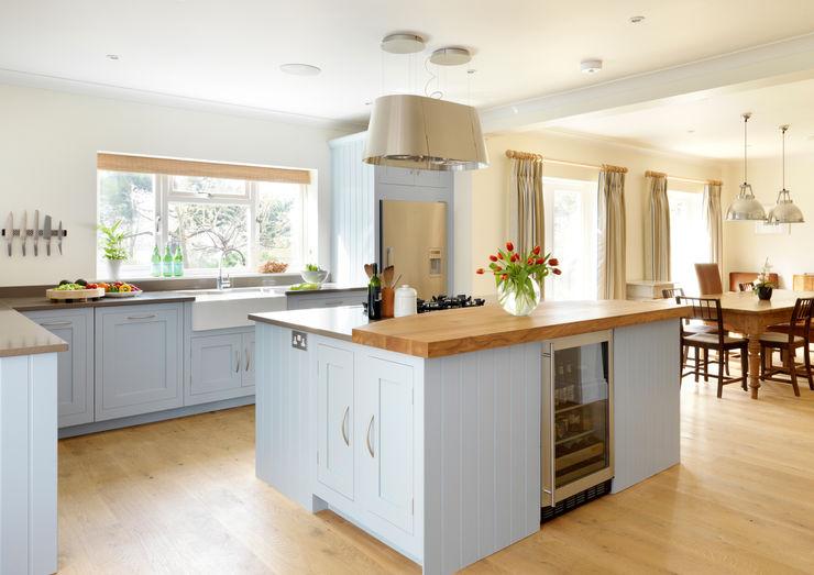 Painted Shaker kitchen by Harvey Jones Harvey Jones Kitchens 現代廚房設計點子、靈感&圖片