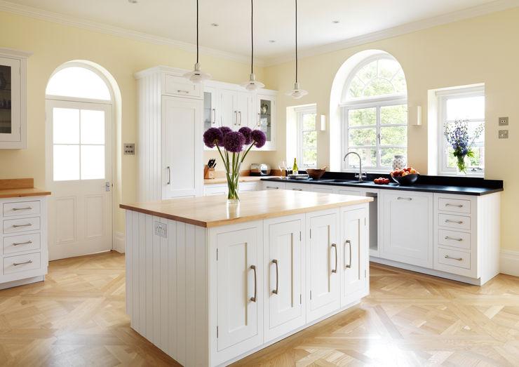 Painted Shaker kitchen by Harvey Jones Harvey Jones Kitchens Cucina in stile classico