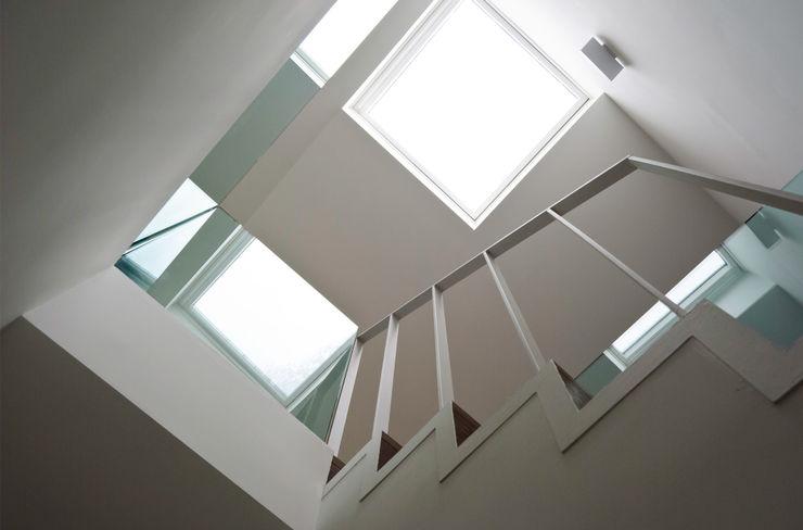 Scale e lucernario PLANAIR ® Ingresso, Corridoio & Scale in stile minimalista