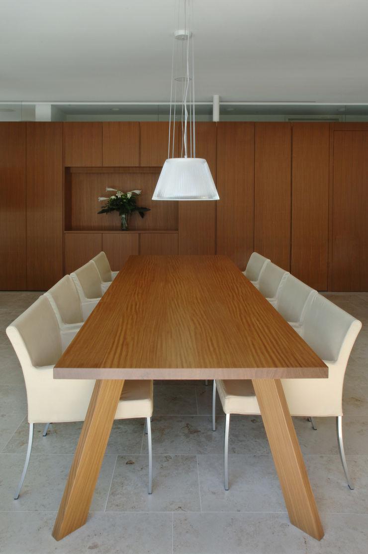 Früh Architekturbüro ZT GmbH Dining roomTables