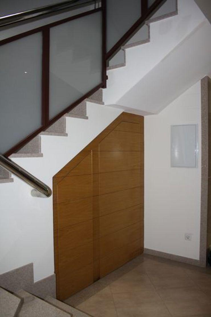 MUDEYBA S.L. Corridor, hallway & stairsStorage