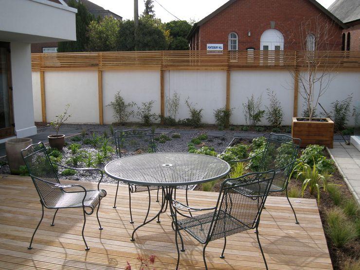Roof Deck / Decking Unique Landscapes Balcones y terrazas clásicos