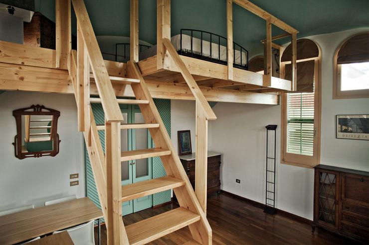 Escalera mobla manufactured architecture scp Dormitorios de estilo rústico