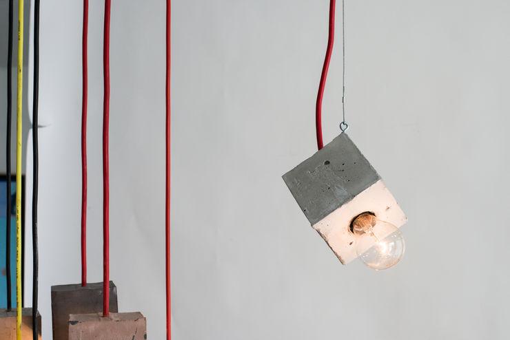 Accidental Concrete Sala de jantarIluminação