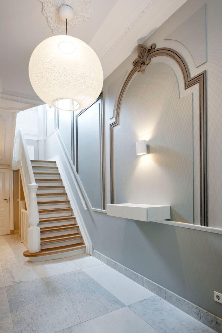 Kodde Architecten bna Classic style corridor, hallway and stairs
