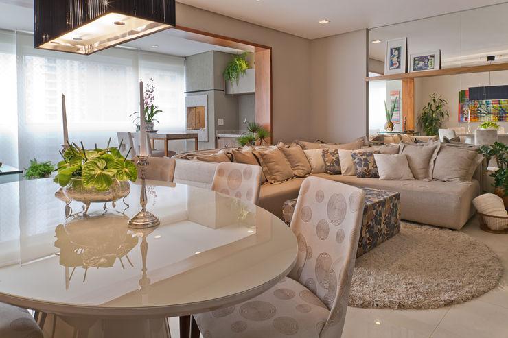 IE Arquitetura + Interiores Ruang Makan Modern