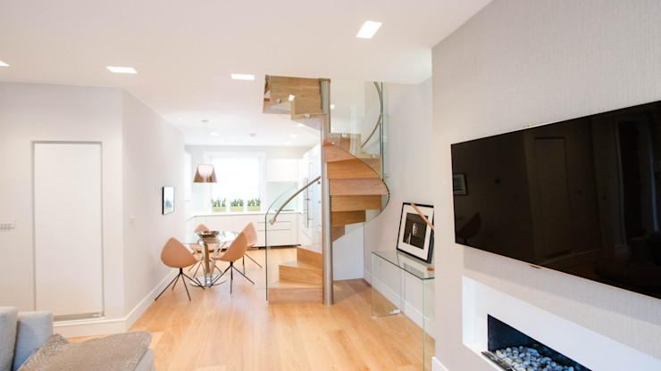 Spiral Staircase with Oak Treads and Risers Railing London Ltd Corridor, hallway & stairsStairs